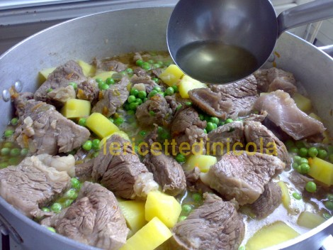 carne-grassato-piselli-91.jpg